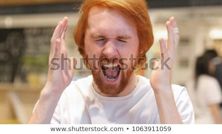 ritratto · frustrato · giovani · barbuto · uomo · piedi - foto d'archivio © deandrobot