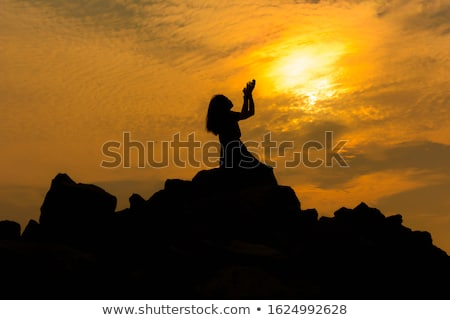 Kobieta boga Biblii dziewczyna ręce Zdjęcia stock © keeweeboy