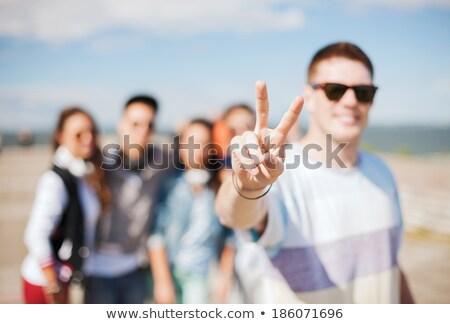 Amigos gafas de sol muestra de la mano amistad Foto stock © dolgachov