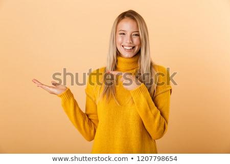 Portret wesoły młoda kobieta sweter filiżankę kawy Zdjęcia stock © deandrobot