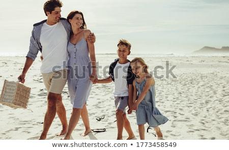 padres · jugando · ninos · espalda · hierba - foto stock © get4net