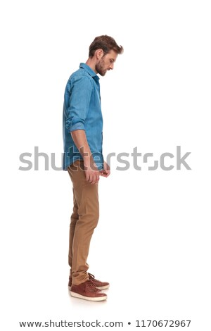 Vista lateral casual hombre mirando hacia abajo algo blanco Foto stock © feedough