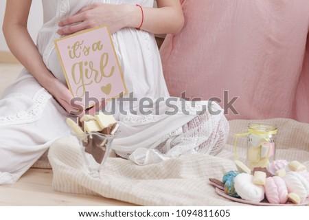 Mutlu hamile kadın bebek duş kart sevmek Stok fotoğraf © balasoiu
