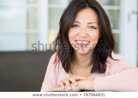 Középkorú nő néz kamera boldog mosoly arc Stock fotó © dashapetrenko