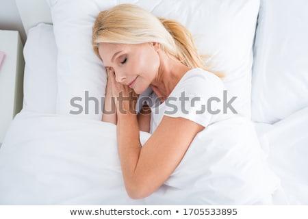 Foto stock: Jovem · bastante · loiro · mulher · cama · coberto