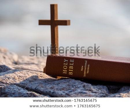 çapraz İncil ahşap Hristiyan ahşap masa Stok fotoğraf © AndreyPopov