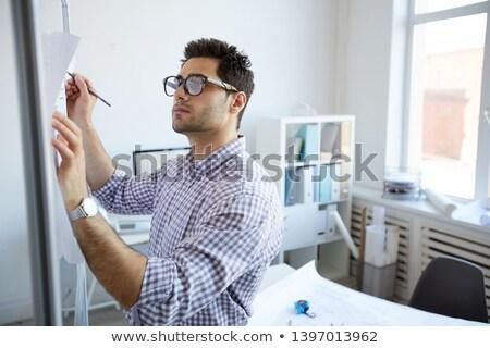 ハンサム · ビジネスマン · ノート · オフィス · 小さな - ストックフォト © pressmaster