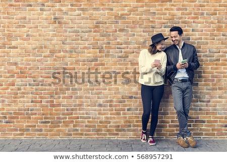 Pár randizás boldogság utazó okostelefon lány Stock fotó © Lopolo