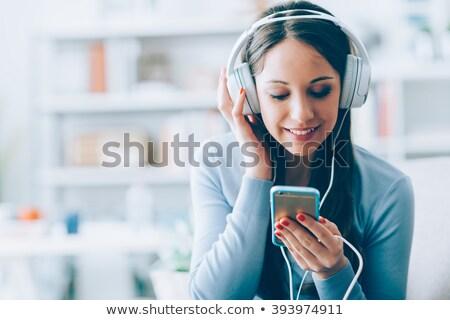 compras · mp3 · player · bastante · mulher · ouvir · música - foto stock © dolgachov