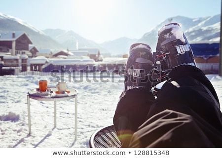 Ski seizoen winter pauze vriendelijk glimlachende vrouw Stockfoto © lovleah