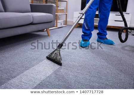 мужчины · очистки · ковер · низкий - Сток-фото © AndreyPopov