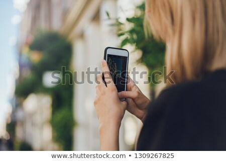счастливым · фотографий · телефон · улыбка - Сток-фото © Andersonrise