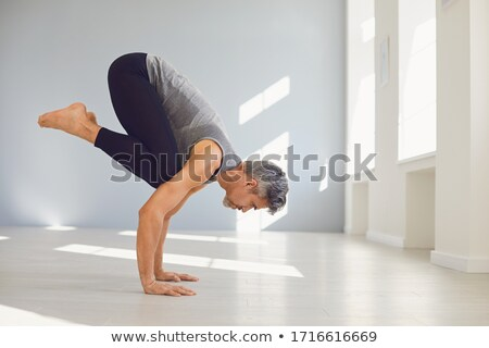 hombre · yoga · perro · plantean · playa - foto stock © rastudio