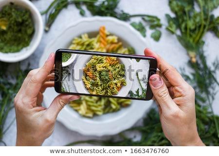 ensalada · cesar · huevos · tomates · cherry · pollo · a · la · parrilla · blanco · placa - foto stock © artjazz