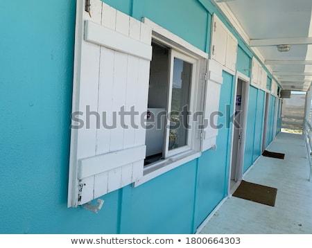 Фото белый дом у моря