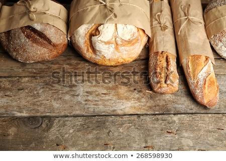 Sabroso frescos pan trigo edad mesa de madera Foto stock © Yatsenko
