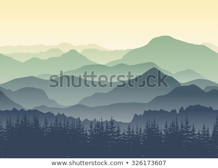 Montanha alcance dente ver nebuloso Foto stock © szefei