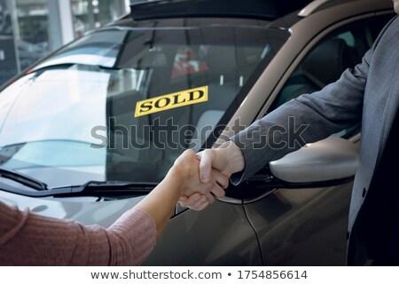女性 · 立って · 車 · 手 · 幸せ · ドア - ストックフォト © wavebreak_media