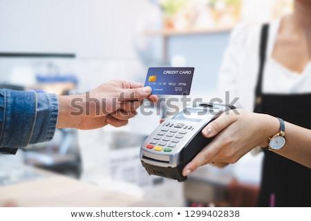 tarjeta · de · crédito · primer · plano · mano · humana · pago · máquina - foto stock © lightfieldstudios