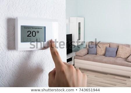 Mão temperatura termóstato pessoas controlar calor Foto stock © AndreyPopov