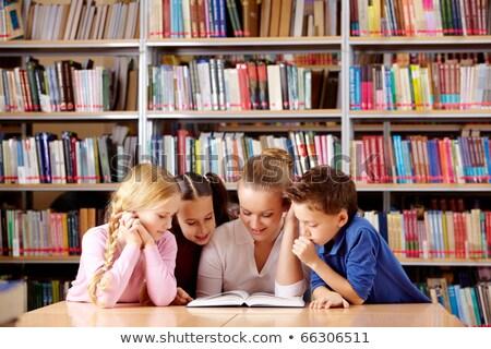 kütüphaneci · Öğrenciler · öğretmen · okul · kütüphane · yardım - stok fotoğraf © monkey_business