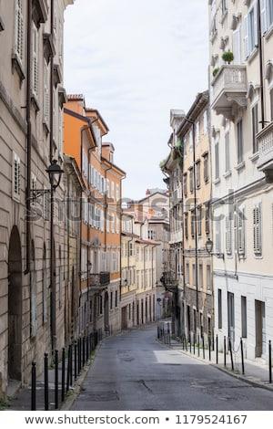 Keskeny utca Olaszország kilátás ház otthon Stock fotó © boggy