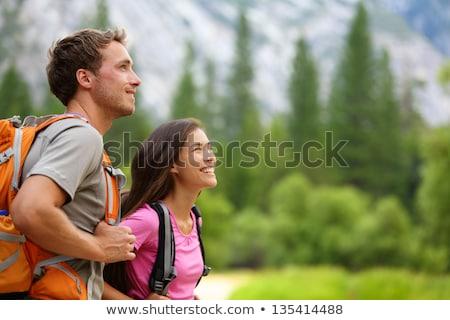 Pareja · tomados · de · las · manos · sonriendo · hombre · naturaleza - foto stock © dolgachov