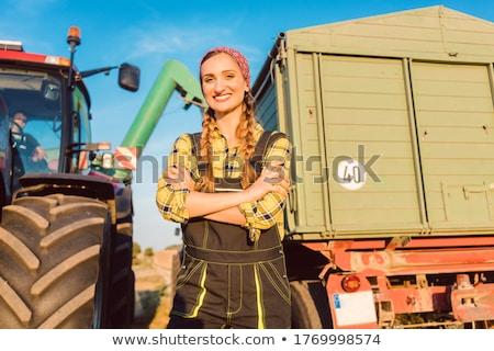 çiftçi kadın ayakta traktör güneşli Stok fotoğraf © Kzenon