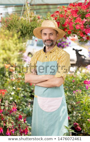 Maduro masculino jeans jardineiro avental seis Foto stock © pressmaster
