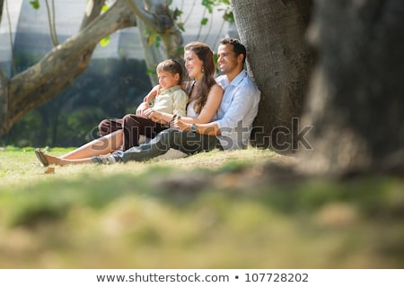 parents · fille · herbe · verte · fond · salade · légumes - photo stock © galitskaya
