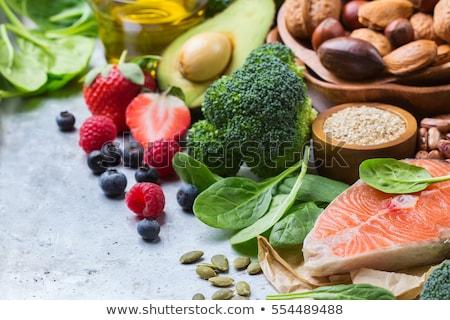 twee · broccoli · naast · geïsoleerd · witte · voedsel - stockfoto © hofmeester