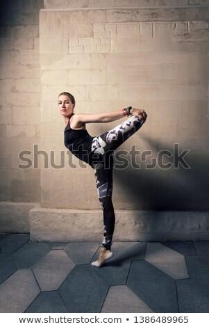 女性 ストレッチング タンク 先頭 黒 若い女性 ストックフォト © wavebreak_media