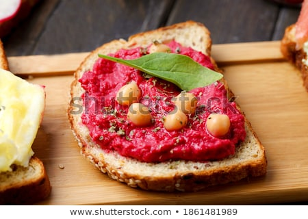 torrado · pão · raiz · de · beterraba · brinde · branco · prato - foto stock © Digifoodstock