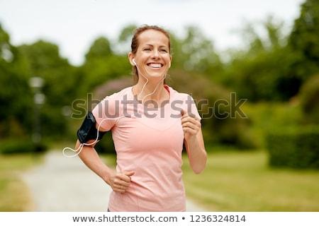 Nő fülhallgató park fitnessz sport egészséges életmód Stock fotó © dolgachov
