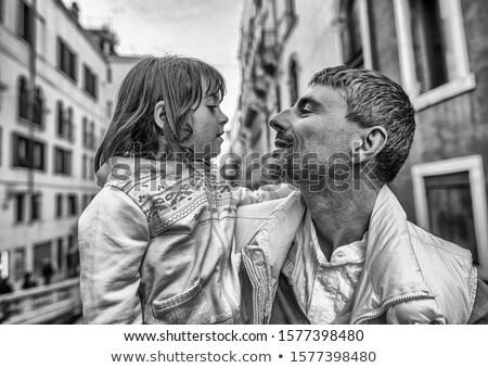 całując · ulicy · miłości · człowiek · para - zdjęcia stock © andreypopov