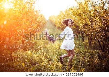Beautiful girl coroa cabeça parque homem feliz Foto stock © ruslanshramko