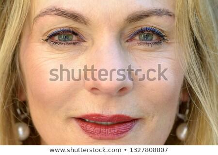 Mulher lábios vermelhos brincos câmera Foto stock © wavebreak_media