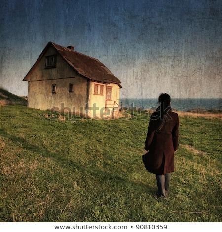 Mooie vrouw oude rustiek huisje mooie dame Stockfoto © konradbak