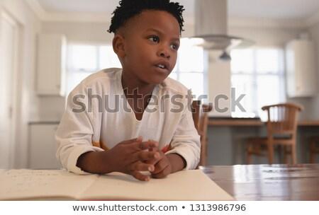 Nadenkend afro-amerikaanse jongen huiswerk Stockfoto © wavebreak_media