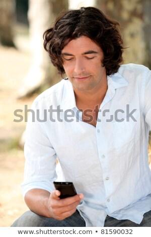 Lettura sms telefono capelli anello shirt Foto d'archivio © photography33