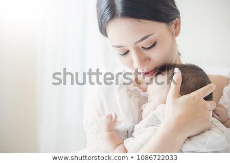 Little girl grávida mãe adormecido cama mulheres Foto stock © phbcz
