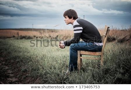 giovani · uomo · seduta · giù · indossare - foto d'archivio © feedough