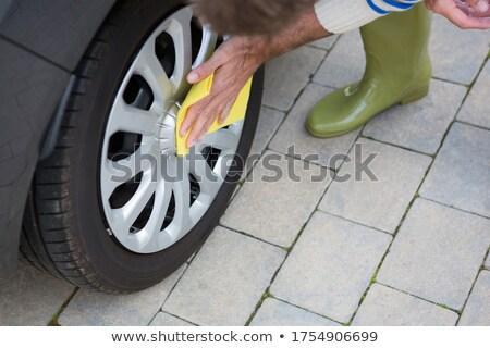 Autó szolgáltatás személyzet takarítás autógumi férfi Stock fotó © wavebreak_media
