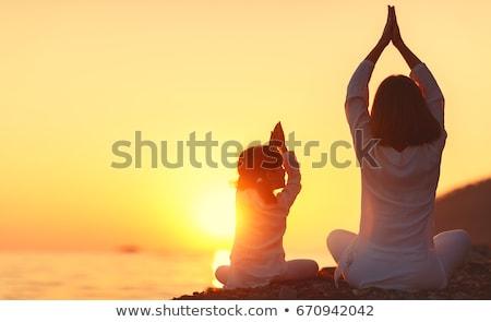 yoga · vrouw · strand · sereen - stockfoto © is2