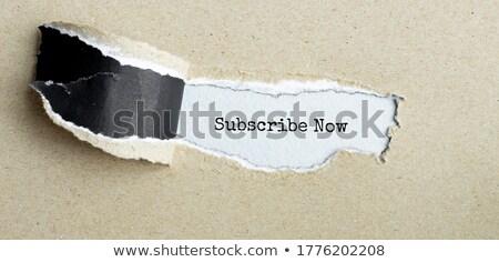 Bülteni metin arkasında yırtılmış ambalaj kâğıdı zarf Stok fotoğraf © DenisMArt