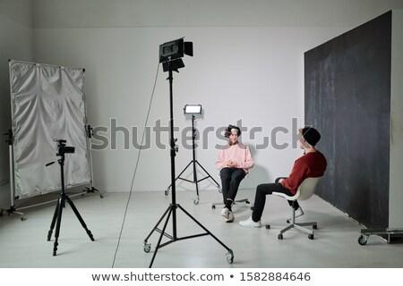 Kettő fiatal barátságos megbeszél kortárs divat Stock fotó © pressmaster
