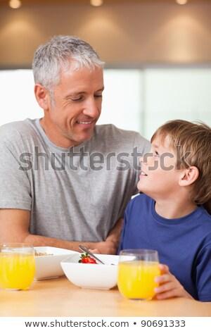 portret · gezonde · man · drinken · sinaasappelsap · keuken - stockfoto © wavebreak_media