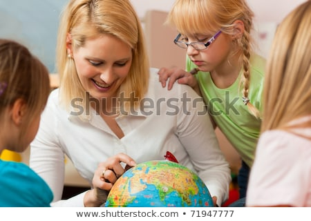 Anya magyaráz világ gyerekek család ügyek Stock fotó © Kzenon