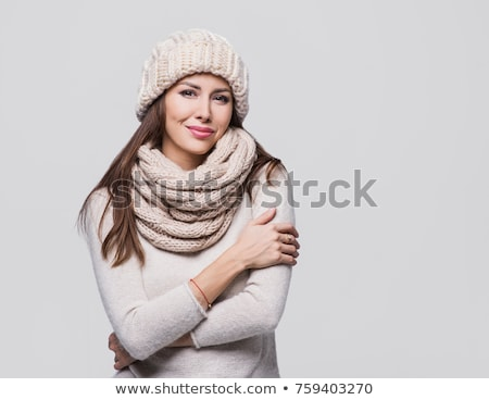 mulher · jovem · inverno · roupa · frio · isolado · preto - foto stock © monkey_business