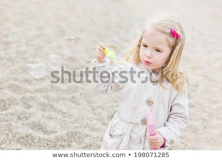 Adorable jouer bulles de savon plage fille Photo stock © amok